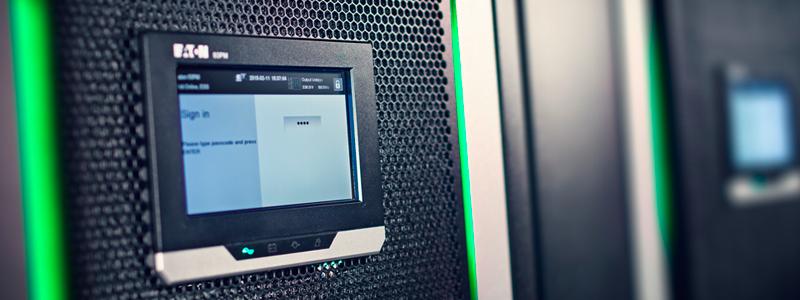 Kahdennettu UPS-varavoimajärjestelmä varmistaa katkeamattoman virransyötön.